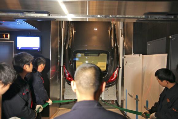 03-porsche-panamera-elevator
